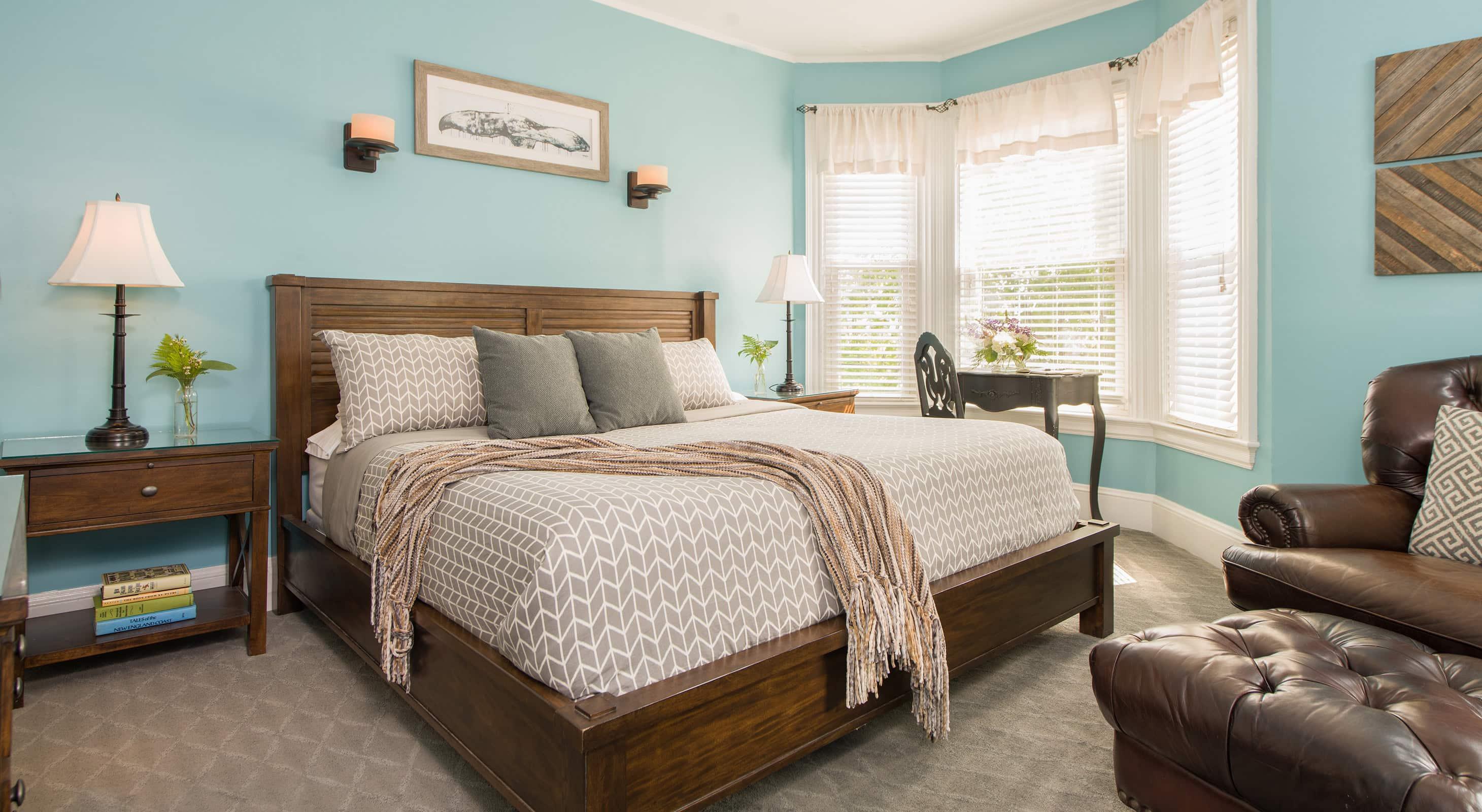 Chamberlain Room bed